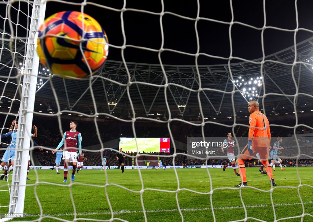 Kevin De Bruyne of Manchester City scores the opening goal during the Premier League match between West Ham United and Manchester City at London Stadium on February 1, 2017 in Stratford, England.