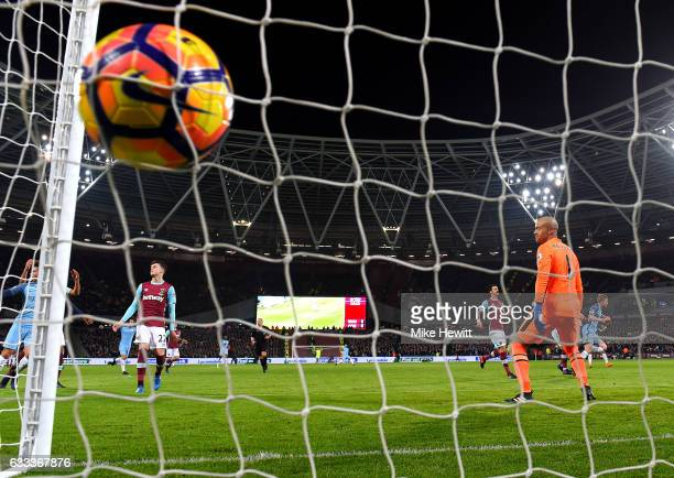 Kevin De Bruyne of Manchester City scores the opening goal during the Premier League match between West Ham United and Manchester City at London...