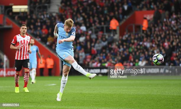 Kevin De Bruyne of Manchester City shoots during the Premier League match between Southampton and Manchester City at St Mary's Stadium on April 15...