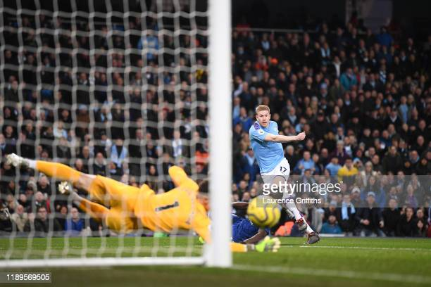 Kevin De Bruyne of Manchester City takes a shot during the Premier League match between Manchester City and Chelsea FC at Etihad Stadium on November...