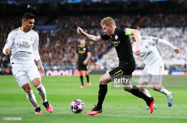 Kevin de Bruyne of Manchester City takes on Casemiro of Real Madrid during the UEFA Champions League round of 16 first leg match between Real Madrid...