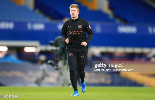 Kevin De Bruyne of Manchester City warms up prior to the Premier League match between Everton and Manchester City at Goodison Park on February 17,...