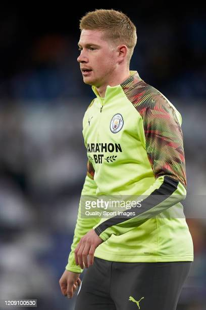 Kevin De Bruyne of Manchester City warms up prior to the UEFA Champions League round of 16 first leg match between Real Madrid and Manchester City at...