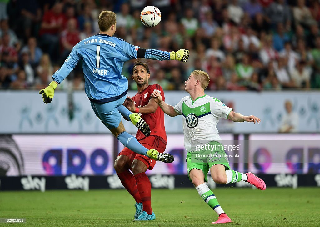 Kevin De Bruyne of VfL Wolfsburg misses a chance at goal as Manuel Neuer of FC Bayern Muenchen misses the ball during the DFL Supercup 2015 match between VfL Wolfsburg and FC Bayern Muenchen at Volkswagen Arena on August 1, 2015 in Wolfsburg, Germany.