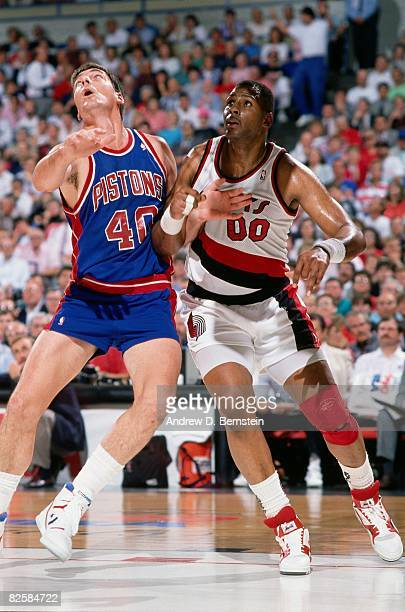 Kevin Duckworth of the Portland Trail Blazers boxes out against Bill Laimbeer of the Detroit Pistons during a game in 1990 season at Veterans...