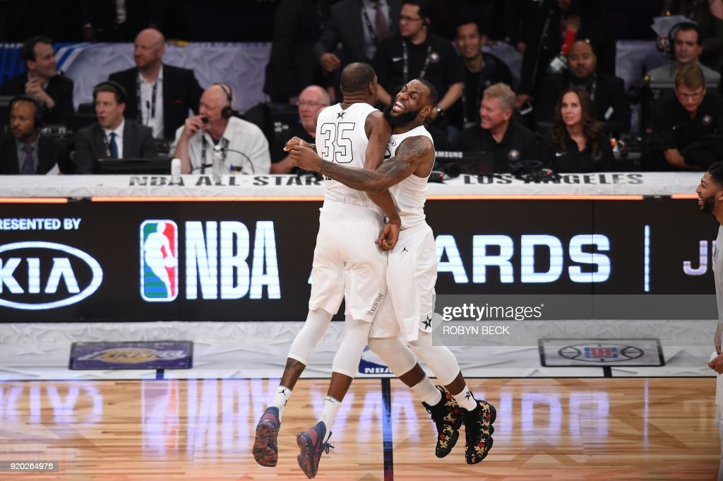 TOPSHOT-BASKET-NBA-ALLSTAR : News Photo