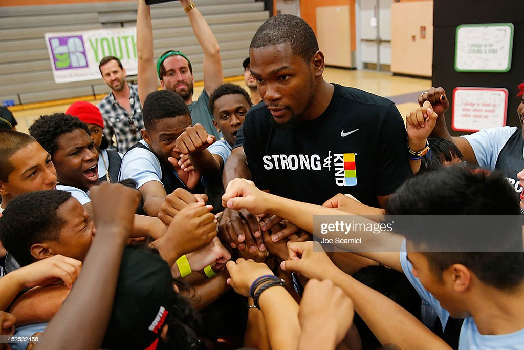 Kevin Durant And KIND Surprise Foster Youth In LA : News Photo