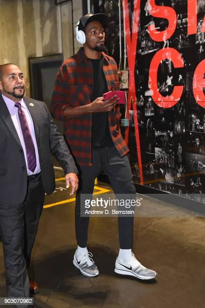 Kevin Durant of the Golden State Warriors arrives at the arena before the game against the LA Clippers on January 6 2018 at STAPLES Center in Los...