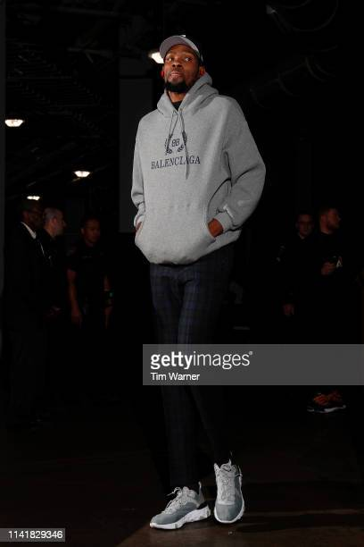 Kevin Durant of the Golden State Warriors arrives before Game Four of the Second Round of the 2019 NBA Western Conference Playoffs against the...