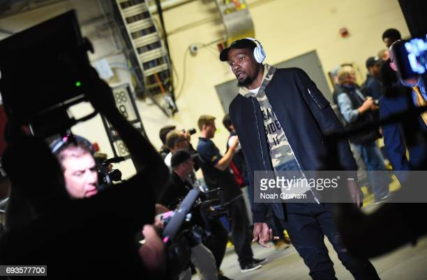 Kevin Durant of the Golden State Warriors arrives before the game between the Cleveland Cavaliers and the Golden State Warriors in Game Three of the...
