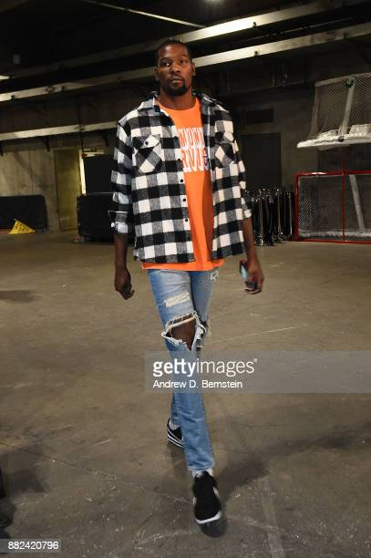 Kevin Durant of the Golden State Warriors arrives before the game against the Los Angeles Lakers on November 29 2017 at STAPLES Center in Los Angeles...