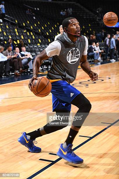 Kevin Durant of the Golden State Warriors drives to the basket before the game against the Denver Nuggets on November 10 2016 at the Pepsi Center in...