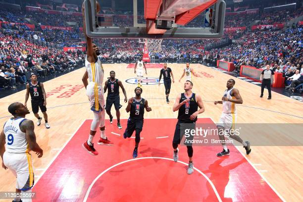 Kevin Durant of the Golden State Warriors goes to the basket against the LA Clippers during Game Six of Round One of the 2019 NBA Playoffs on April...