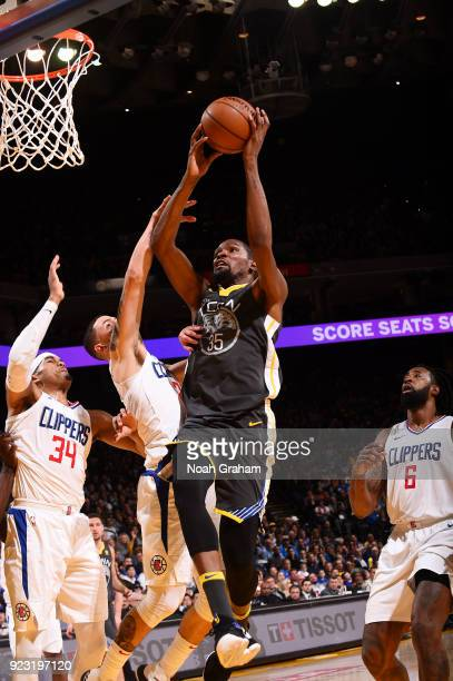 Kevin Durant of the Golden State Warriors goes to the basket against the LA Clippers on February 22 2018 at ORACLE Arena in Oakland California NOTE...