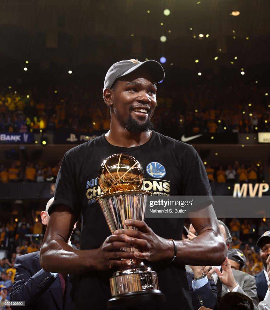 2017 NBA Finals - Cleveland Cavaliers v Golden State Warriors : ニュース写真