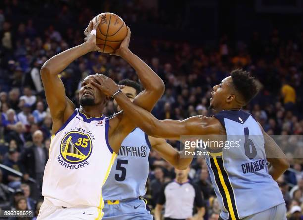 Kevin Durant of the Golden State Warriors is hit in the eye by Mario Chalmers of the Memphis Grizzlies at ORACLE Arena on December 20 2017 in Oakland...