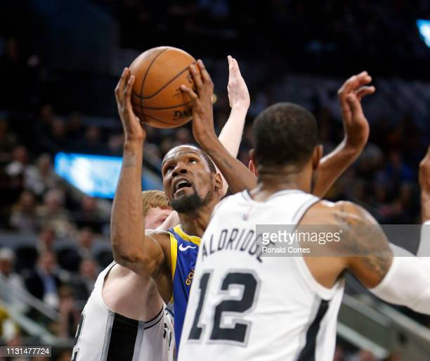 Kevin Durant of the Golden State Warriors shots pass LaMarcus Aldridge of the San Antonio Spurs during game against the San Antonio Spurs at ATT...