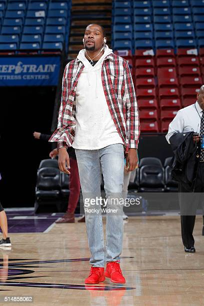 Kevin Durant of the Oklahoma City Thunder arrives to the arena prior to the game against the Sacramento Kings on February 29 2016 at Sleep Train...