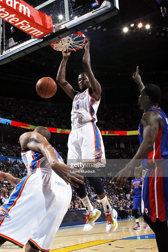 Kevin Durant #35 of the Oklahoma City Thunder dunks against the Detroit Pistons during the game on March 11, 2011 at the Oklahoma City Arena in Oklahoma City, Oklahoma.