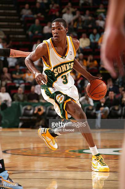 Kevin Durant of the Seattle SuperSonics drives against the Memphis Grizzlies on November 7, 2007 at Key Arena in Seattle, Washington. NOTE TO USER:...