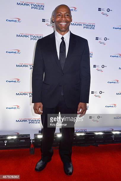 Kevin Eubanks walks the red carpet during the 2014 Kennedy Center's Mark Twain Prize For Americacn Humor at The John F Kennedy Center for the...