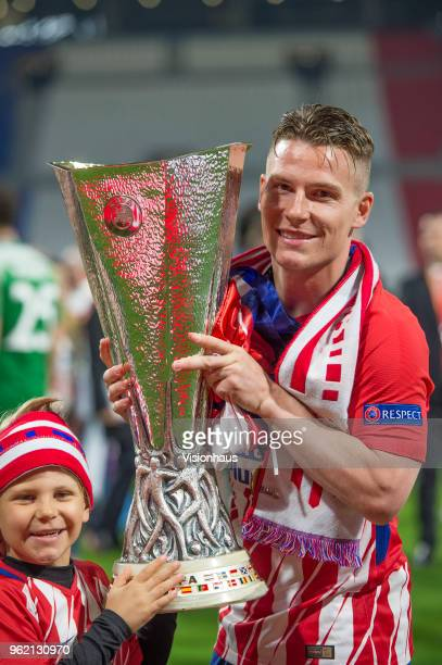 Kevin Gameiro celebrates as Atletico Madrid win the UEFA Europa League Final between Olympique de Marseille and Club Atletico de Madrid at Stade de...