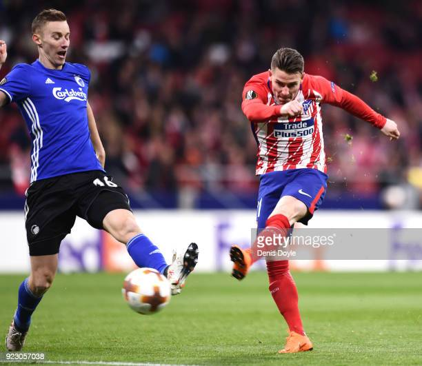 Kevin Gameiro of Athletico Madrid scores the first goal during UEFA Europa League Round of 32 match between Atletico Madrid and FC Copenhagen at the...