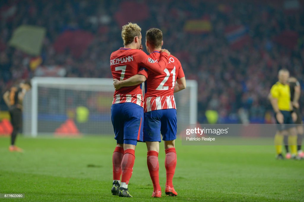 Kevin Gameiro of Atletico de Madrid celebrates with teammates after scoring the second goal of his team during a match between Atletico Madrid and AS Roma as part of the UEFA Champions League at Wanda Metropolitano Stadium on November 22, 2017 in Madrid, Spain.