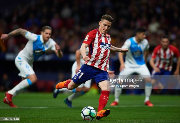 Kevin Gameiro of Atletico de Madrid scores his side's first goal from the penalty spot during the La Liga match between Atletico Madrid and Deportivo...