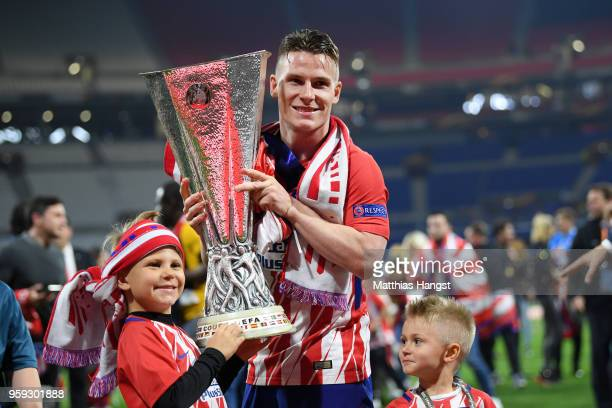 Kevin Gameiro of Atletico Madrid celebrates victory with the trophy following the UEFA Europa League Final between Olympique de Marseille and Club...