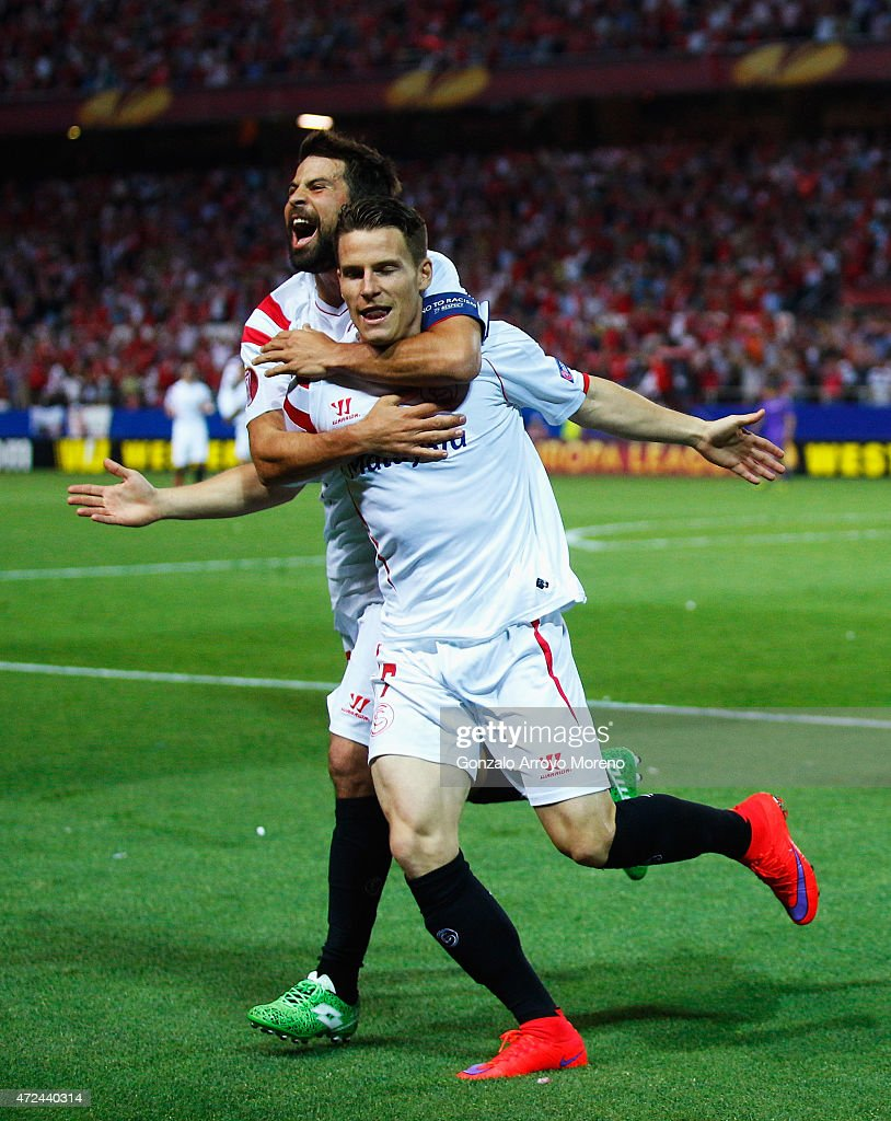Kevin Gameiro of Sevilla celebrates scoring his team's third goal with team mate Coke of Sevilla during the UEFA Europa League Semi Final first leg match between FC Sevilla and ACF Fiorentina at Estadio Ramon Sanchez Pizjuan on May 7, 2015 in Seville, Spain.
