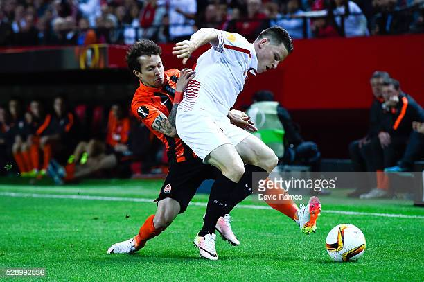 Kevin Gameiro of Sevilla FC competes for the ball with Bernard of FC Shakhtar Donetsk during the UEFA Europa League Semi Final second leg match...