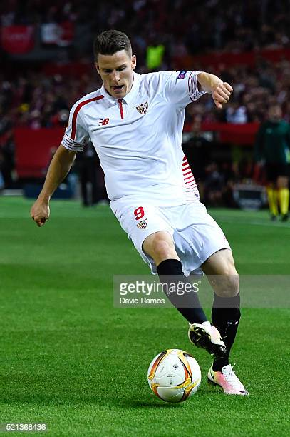 Kevin Gameiro of Sevilla FC runs with the ball during the UEFA Europa League quarter final second leg match between Sevilla and Athletic Bilbao at...