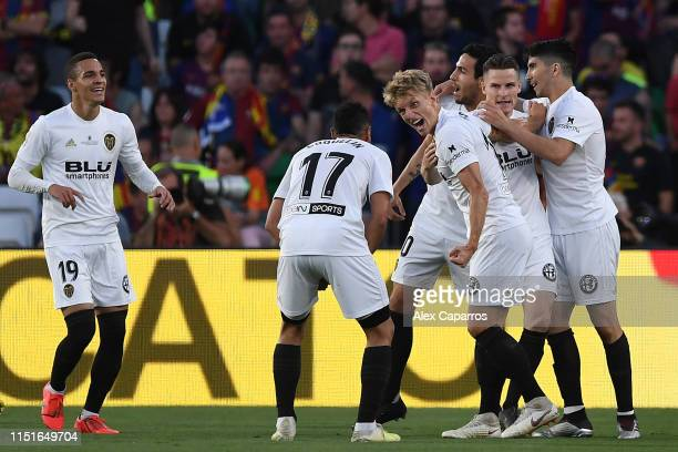 Kevin Gameiro of Valencia CF celebrates with his team mates after scoring his team's first goal during the Spanish Copa del Rey match between...