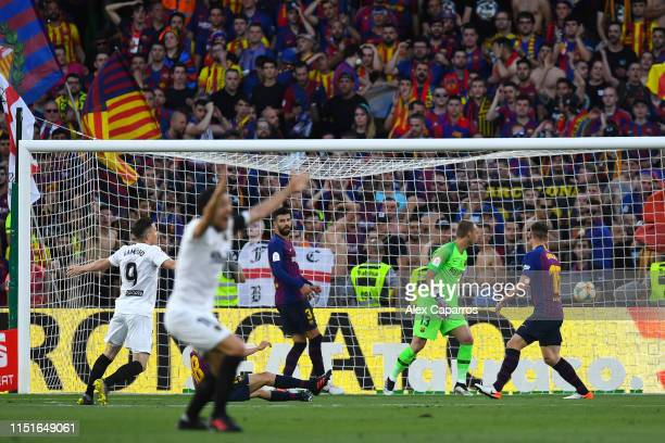 Kevin Gameiro of Valencia CF scores his team's first goal during the Spanish Copa del Rey match between Barcelona and Valencia at Estadio Benito...