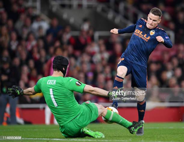 Kevin Gameiro of Valencia is foiled by Petr Cech of Arsenal during the UEFA Europa League Semi Final First Leg match between Arsenal and Valencia at...