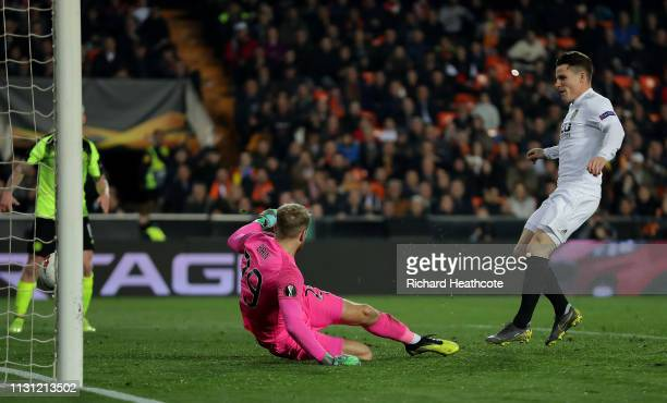 Kevin Gameiro of Valencia scores the opening goal during the UEFA Europa League Round of 32 Second Leg match between Valencia v Celtic at Estadio...