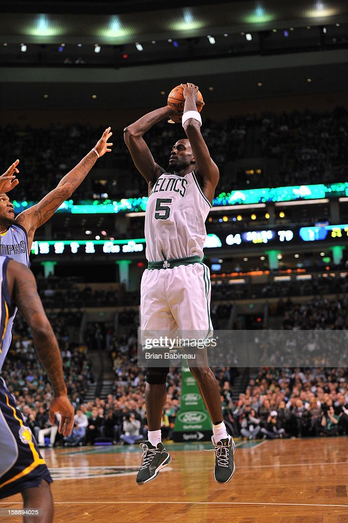 Kevin Garnett #34 of the Boston Celtics takes a jumpshot against the Memphis Grizzlies on January 2, 2013 at the TD Garden in Boston, Massachusetts.