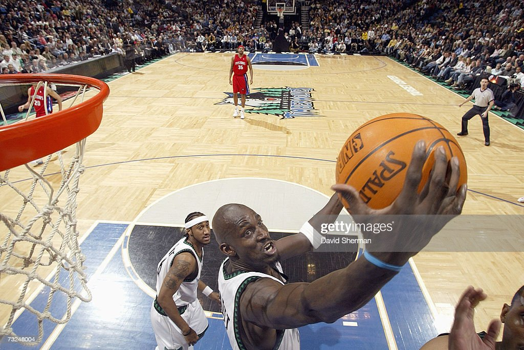 Kevin Garnett #21 of the Minnesota Timberwolves rebounds against the Detroit Pistons during the game at Target Center on January 19, 2007 in Minneapolis, Minnesota. The Pistons won 104-98.