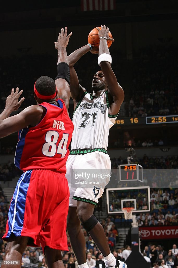 Kevin Garnett #21 of the Minnesota Timberwolves shoots against Chris Webber #84 of the Detroit Pistons at the Target Center on January 19, 2007 in Minneapolis, Minnesota.