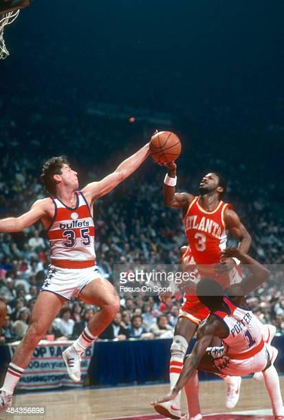 Kevin Grevey of the Washington Bullets blocks the shot of Eddie Johnson of the Atlanta Hawks during an NBA basketball game circa 1980 at the Capital...