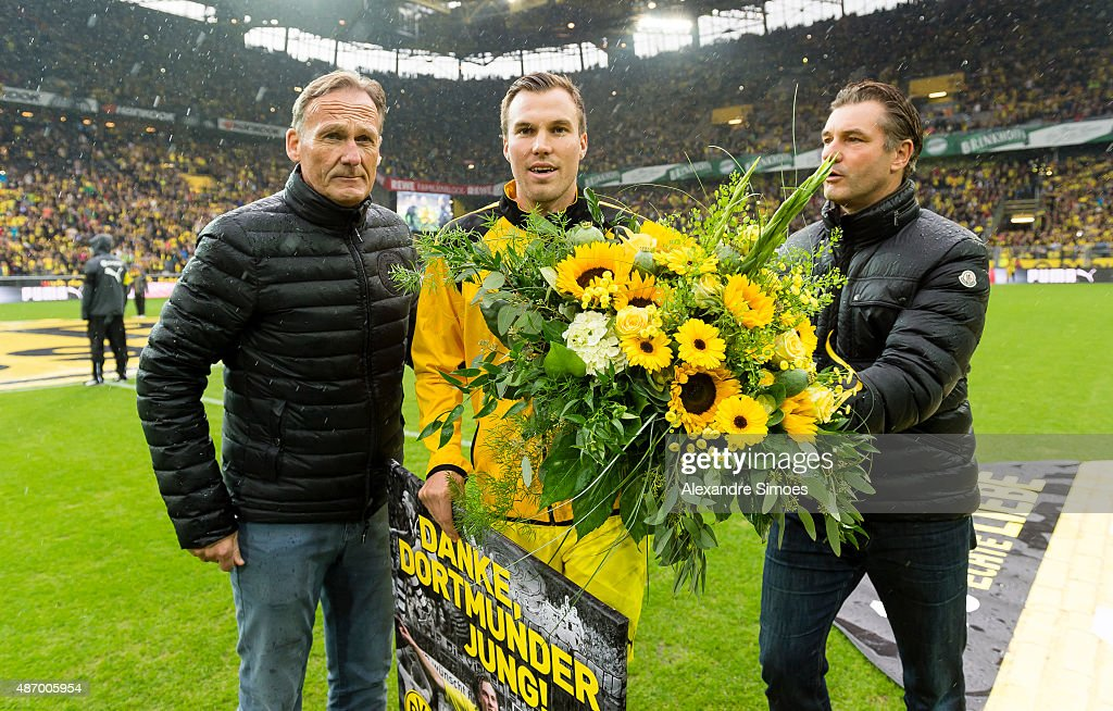 Dede Farewell Match : News Photo