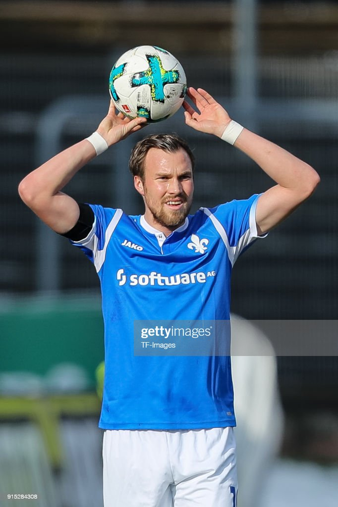 Kevin Grosskreutz of Darmstadt controls the ball during the Second Bundesliga match between SV Darmstadt 98 and MSV Duisburg at Merck-Stadion am Boellenfalltor on February 4, 2018 in Darmstadt, Germany.