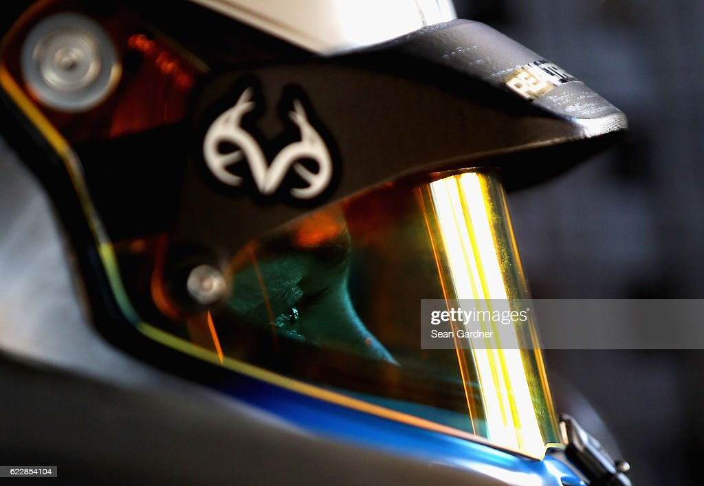 Kevin Harvick, driver of the #4 Jimmy John's Chevrolet, sits in his car during practice for the NASCAR Sprint Cup Series Can-Am 500 at Phoenix International Raceway on November 12, 2016 in Avondale, Arizona.