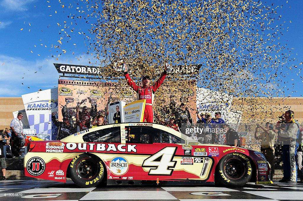 NASCAR Sprint Cup Series Hollywood Casino 400 : News Photo