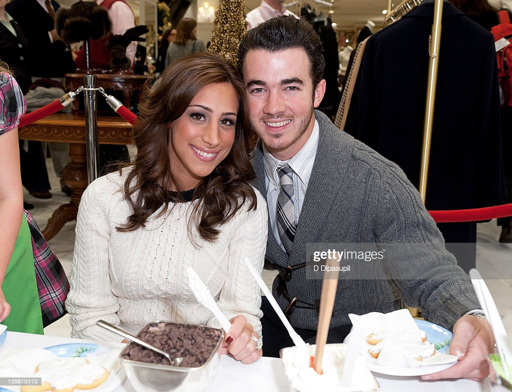 6th Annual Brooks Brothers Holiday Celebration To Benefit St. Jude Children's Research Hospital : News Photo