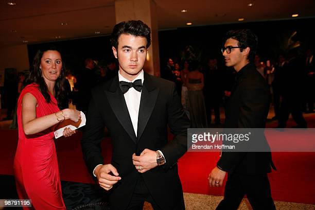 Kevin Jonas of the Jonas Brothers arrive at the White House Correspondents' Association dinner on May 1 2010 in Washington DC The annual dinner...