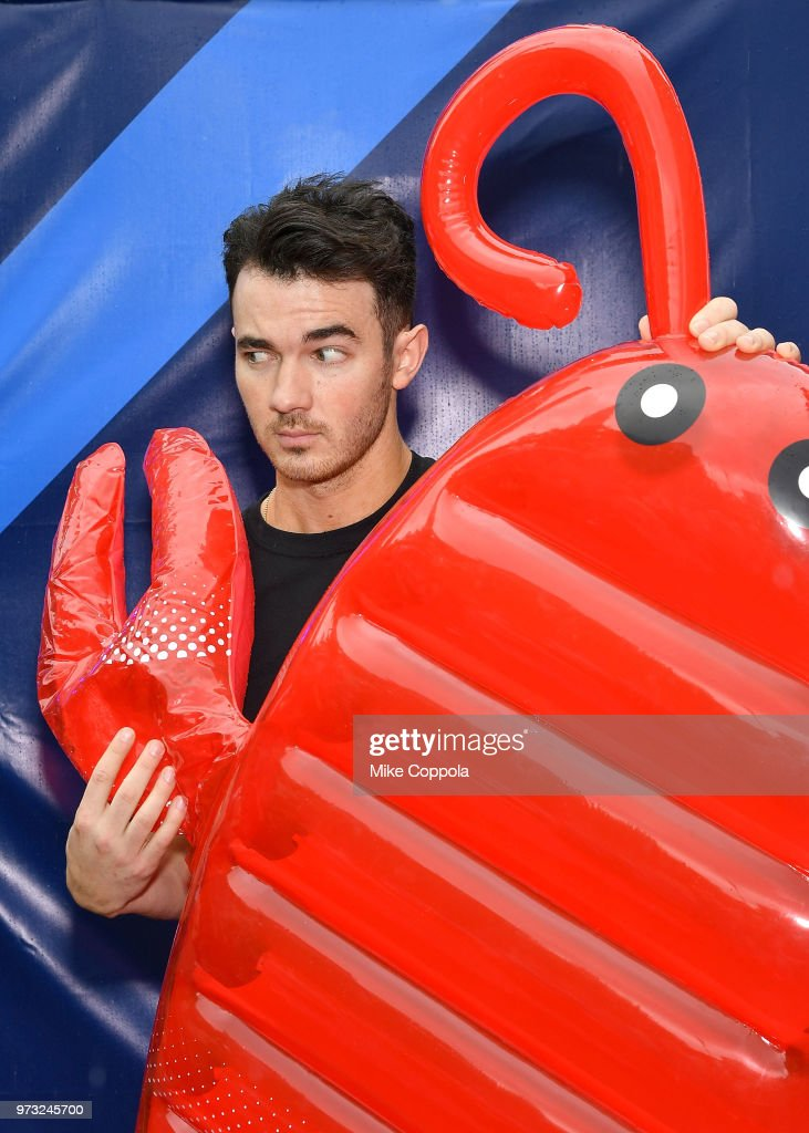 Kevin Jonas poses for a picture with an inflatable lobster as he celebrates Father's Day with Marshalls at Flatiron Plaza on June 13, 2018 in New York City.