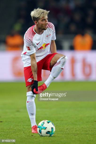 Kevin Kampl of Leipzig reacts during the Bundesliga match between Borussia Moenchengladbach and RB Leipzig at BorussiaPark on February 3 2018 in...