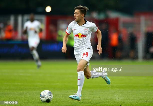 Kevin Kampl of Leipzig runs with the ball during the Bundesliga match between 1 FC Union Berlin and RB Leipzig at Stadion An der Alten Foersterei on...